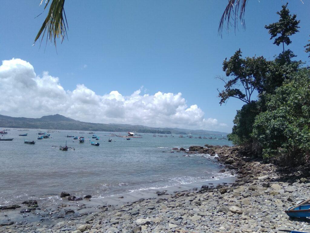 kawasan Pantai Klatak adalah tempat budidaya lobster warga setempat