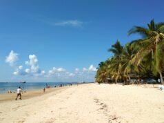 area pasir putih pantai kemala