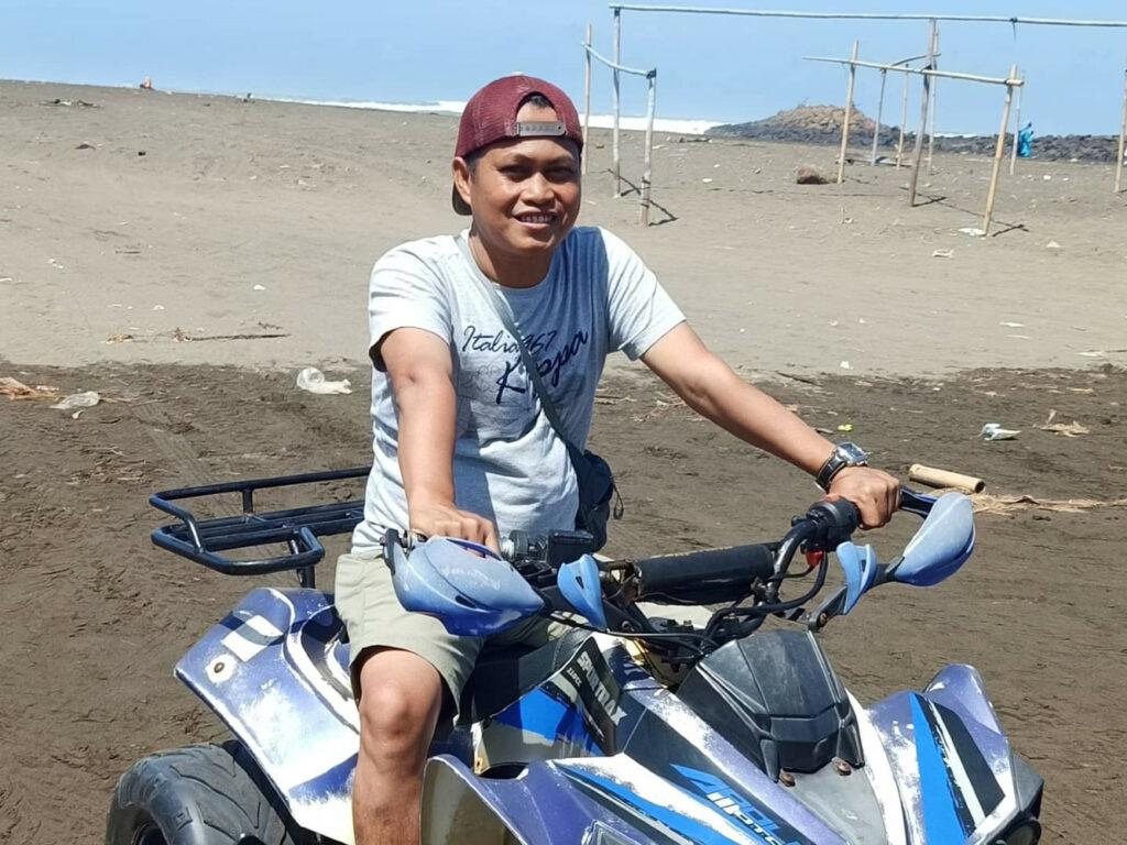 Bermain Motor ATV di Pantai Sodong - Fathur Rohman