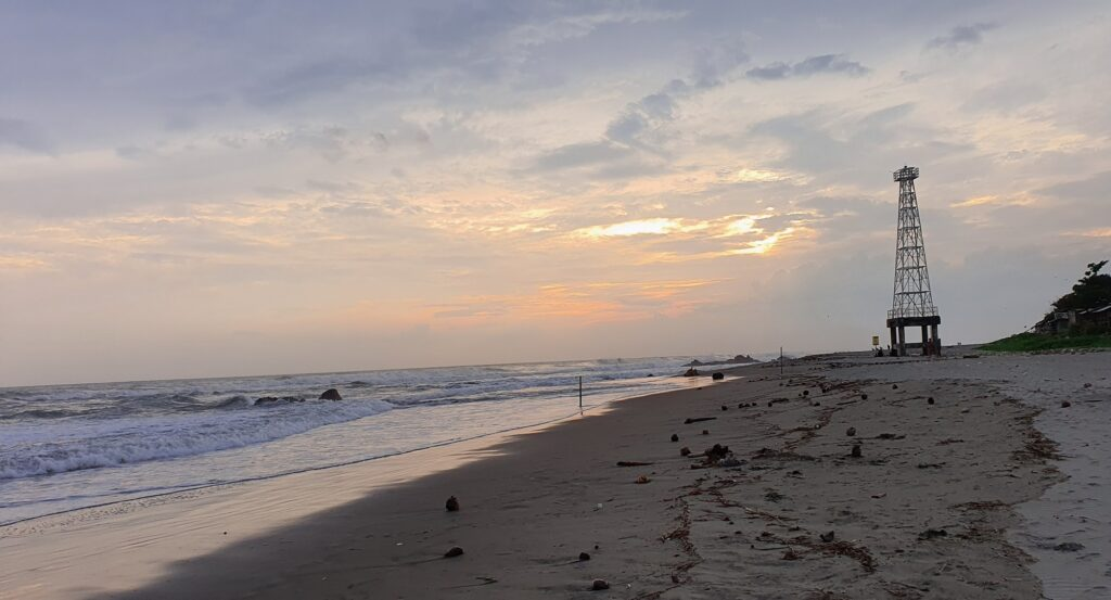 Indahnya Matahari Terbenam Pantai Jayanti