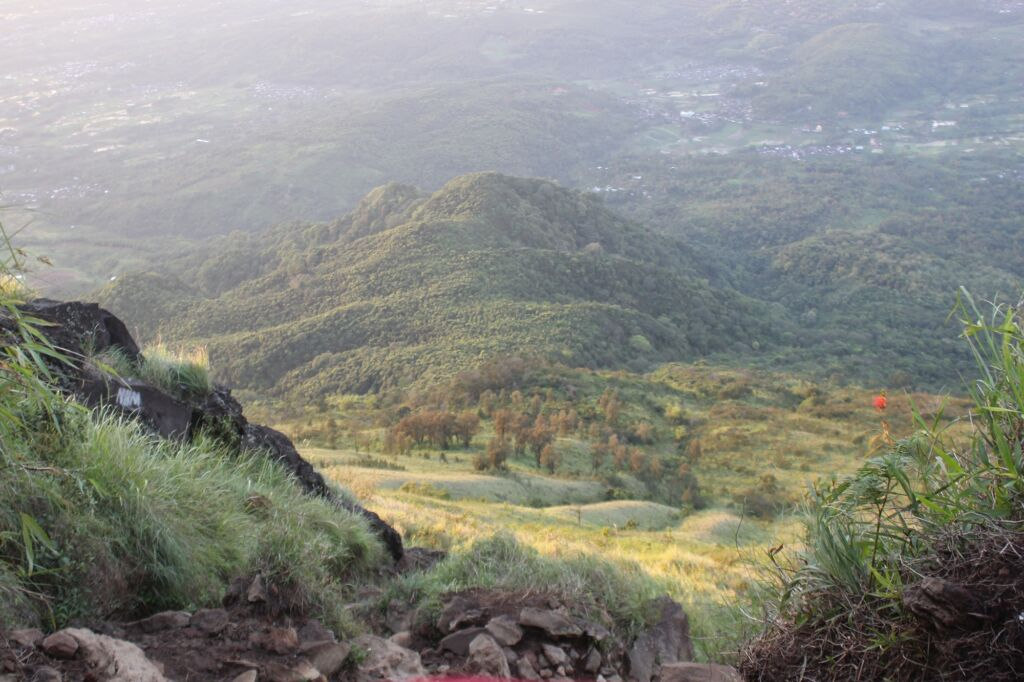 hamparan bukit nan hijau