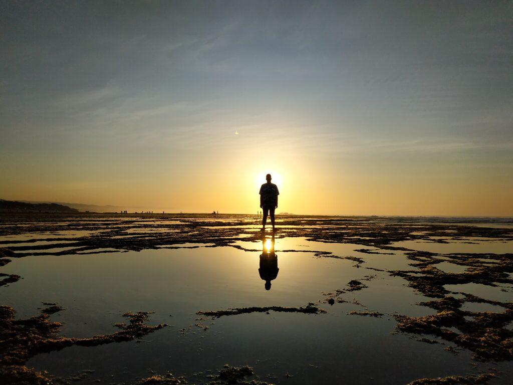 Menikmati Senja di Sayang Heulang