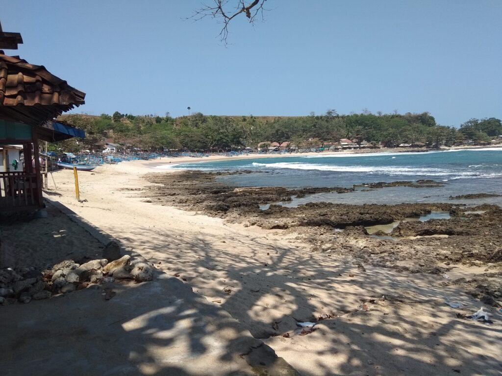 Pemandangan Pantai Rancabuaya