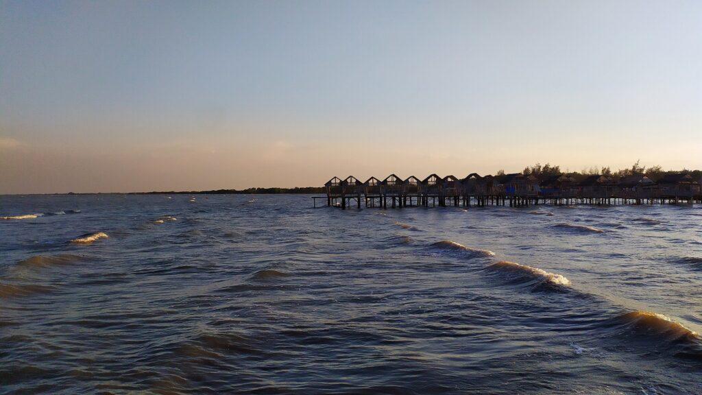 Senja di Pantai Karangsong
