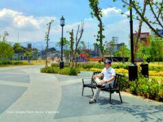 Suasana taman Kiara Artha Park yang hijau dan asri