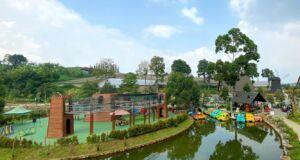 Sungai buatan dan wahana sepeda air di lembang park zoo