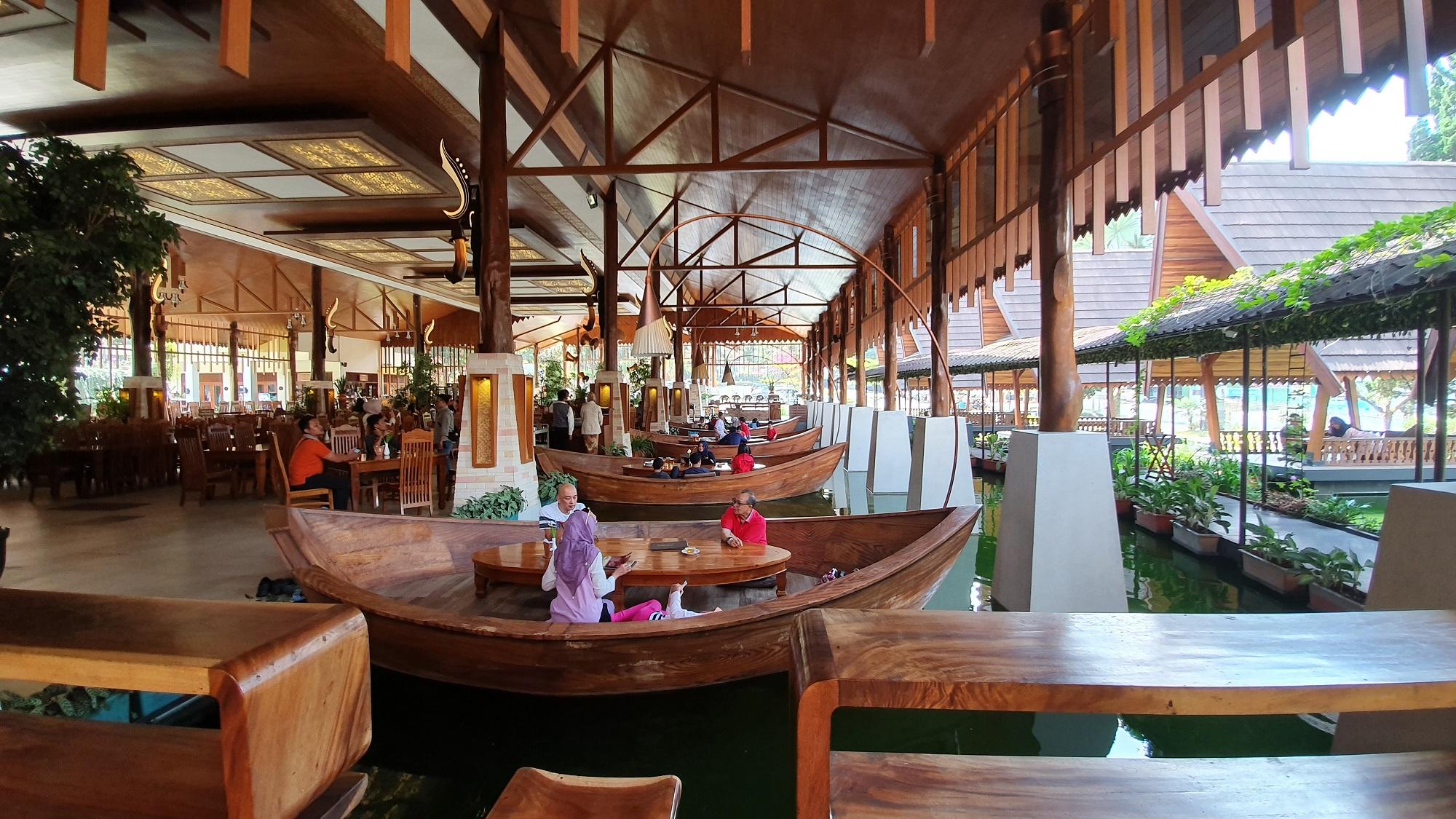 suasana restoran Sindang Reret