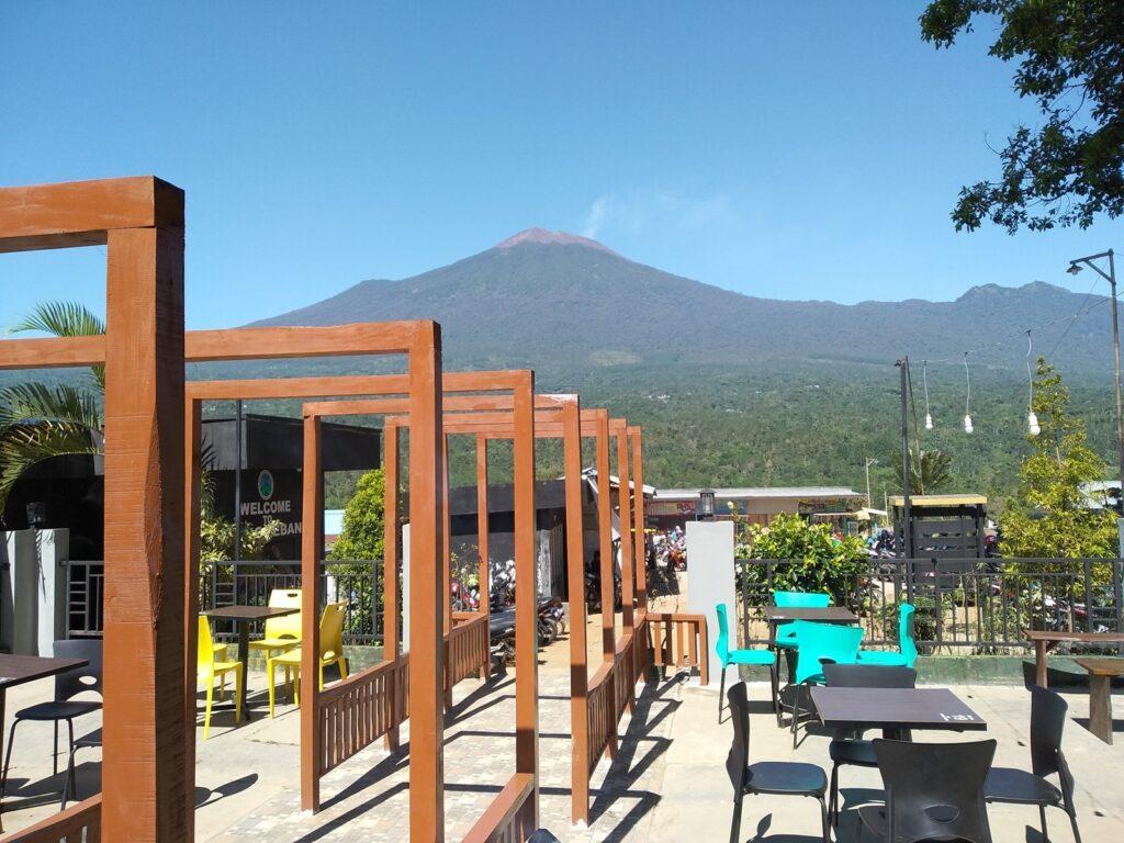 Gunung Slamet dilihat dari area ARCafe Bukti Tangkeban