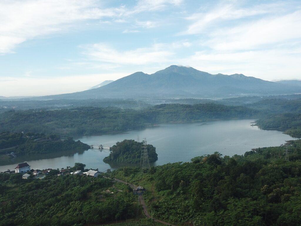 panorama Waduk Jatibarang dan Gunung Ungaran