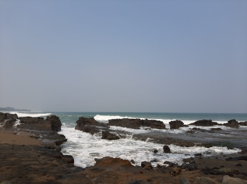 Karang yang ada di Pantai Karang Hawu