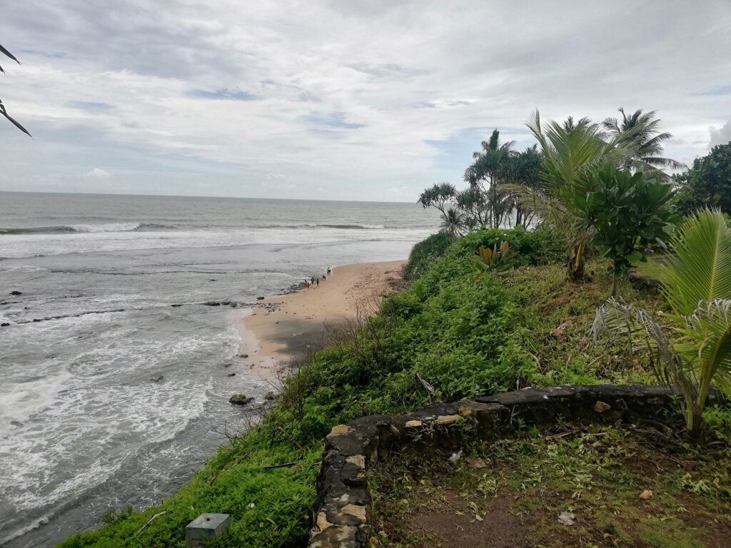 Kawasan pantai yang masih asri