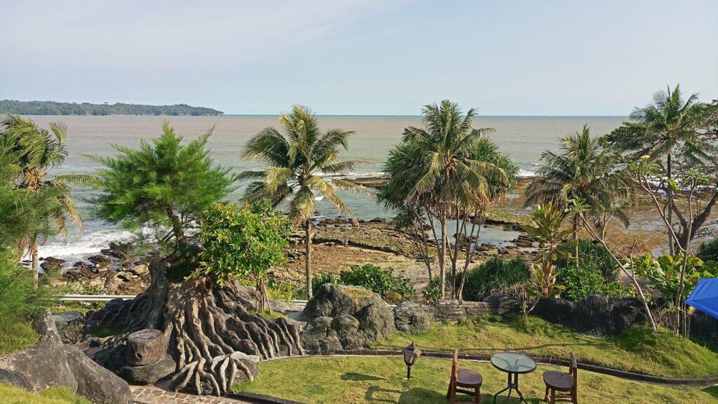 Keindahan Pantai Karapyak yang begitu asri
