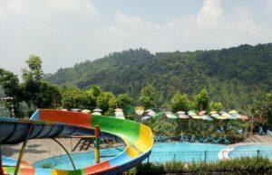wahana kolam renang di pegunungan