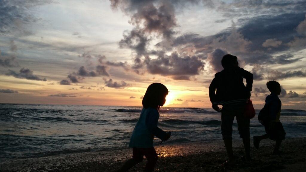 Langit Jingga di Senja Pantai Ujung Genteng