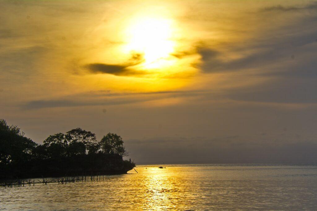 Matahari Terbenam di Pantai Barat Pangandaran