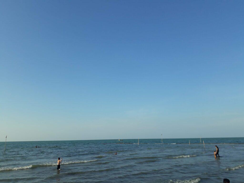 Ombak Laut yang Tenang
