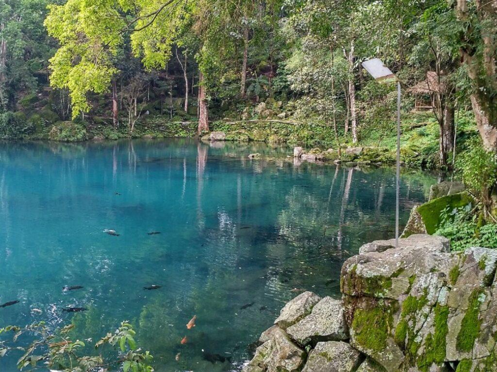 kolam telaga biru cicerem yang sangat jernih
