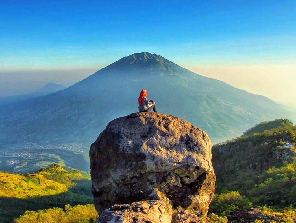 mengabadikan perjalanan pendakian di pos Watu Gajah