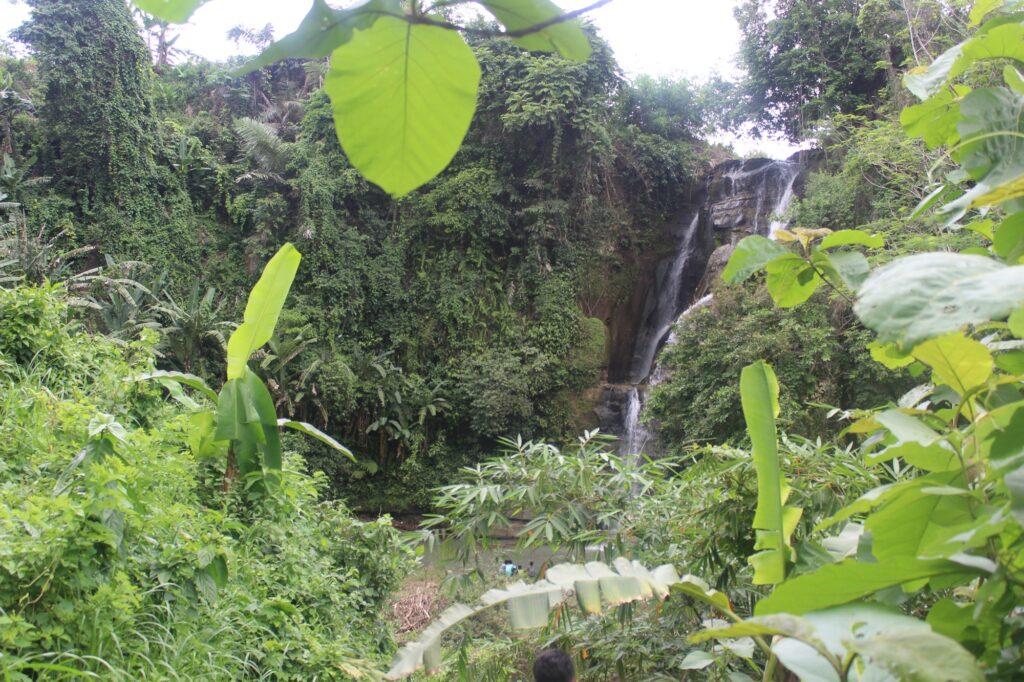 Curug Mandala tampak dari balik hutan dan bukit