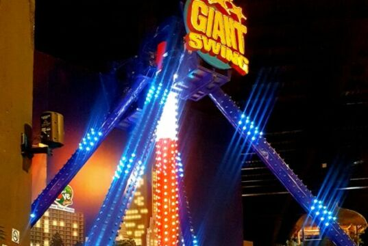 wahana giant swing ayunan raksasa trans studio bandung