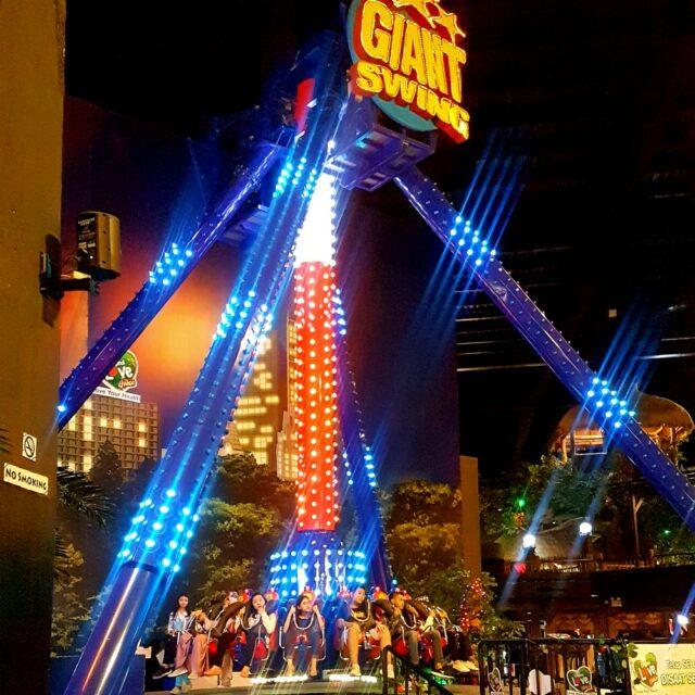 wahana giant swing ayunan raksasa