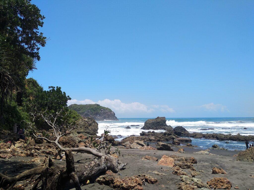 Area Tepi Pantai Karang Tawulan