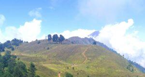 Area perbukitan hijau menuju gunung prau