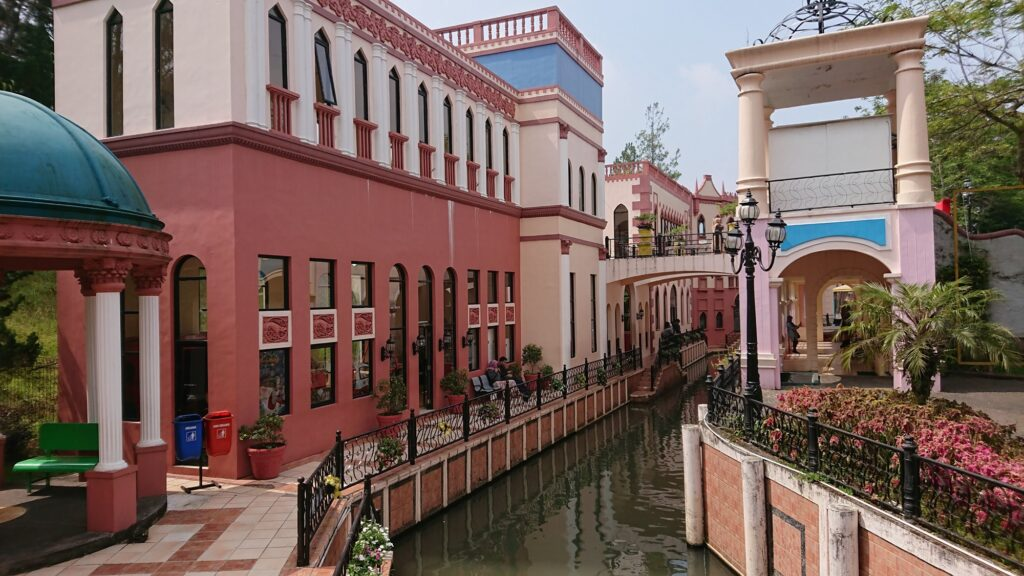 Warna-warni bangunan di sepanjang kanal Little Venice