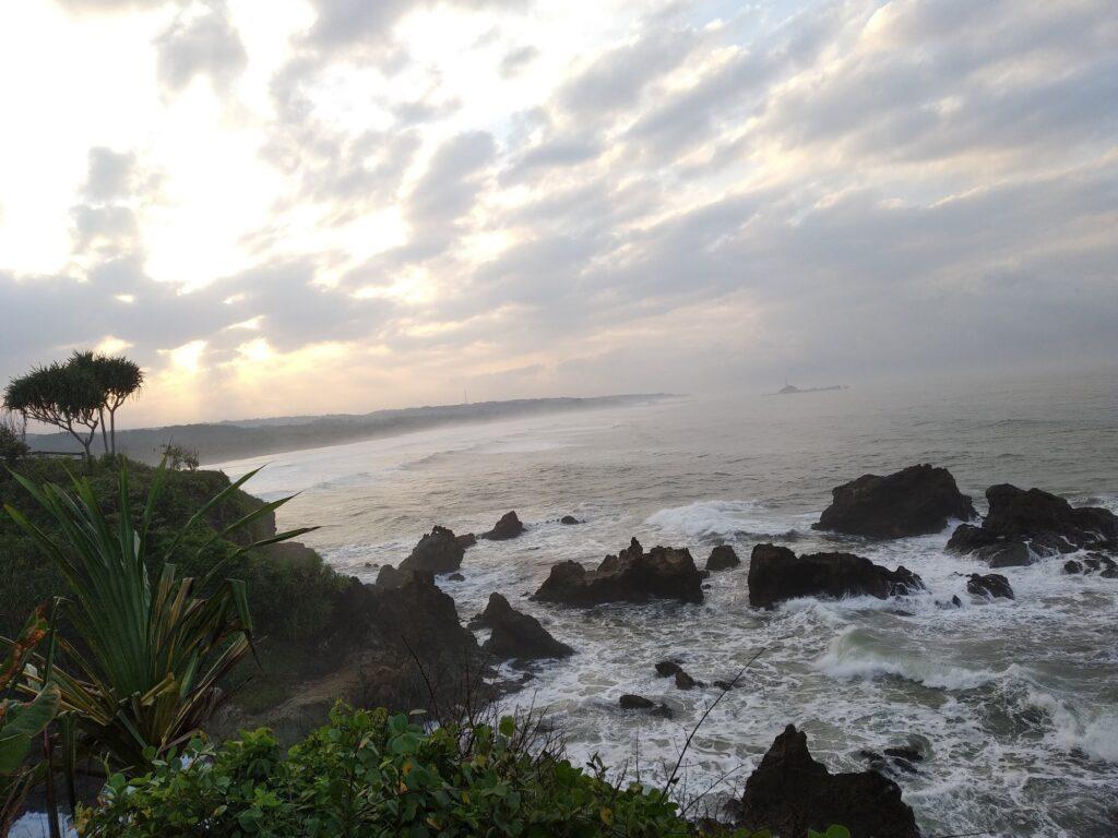 Batuan Karang di Pantai Sindangkerta