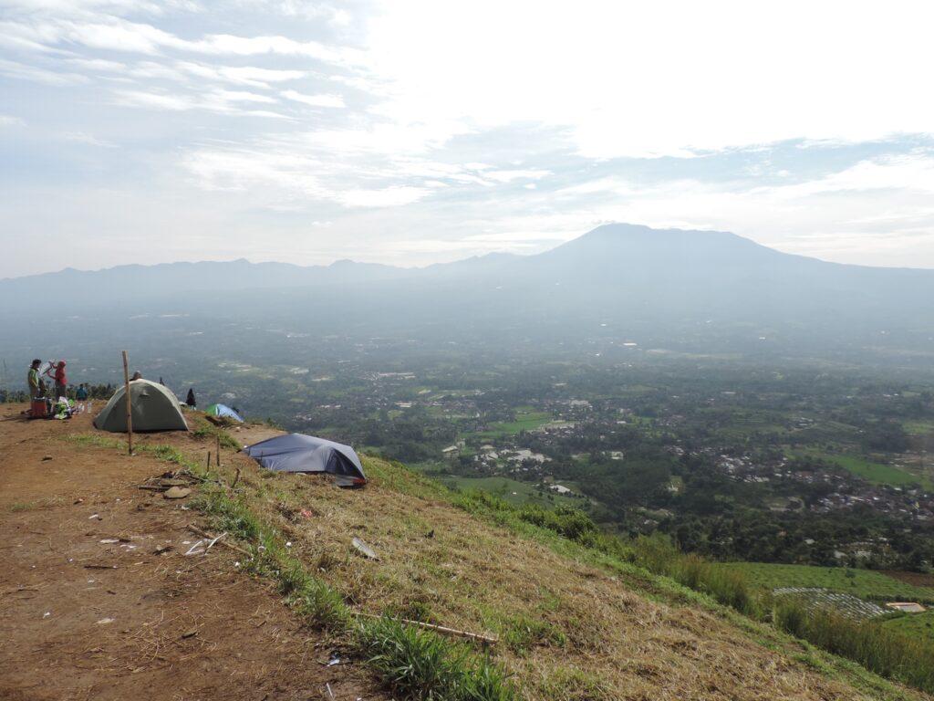 Tempat wisata di Bogor yang memiliki panorama spektakuler salah satunya Bukit Alesano