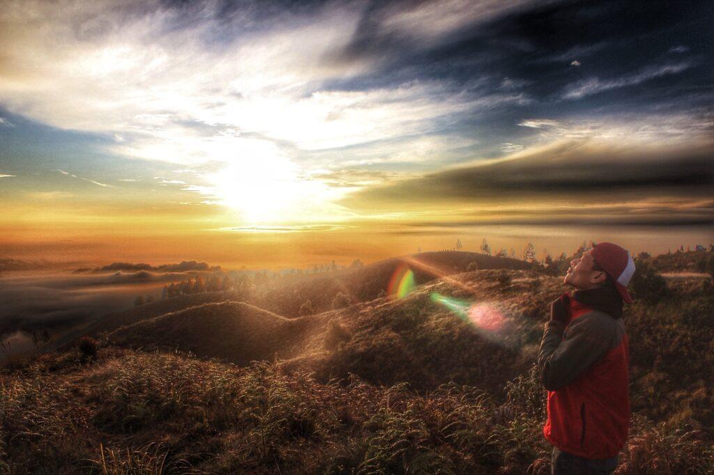 Silaunya mentari pagi tampak dari Puncak Prau