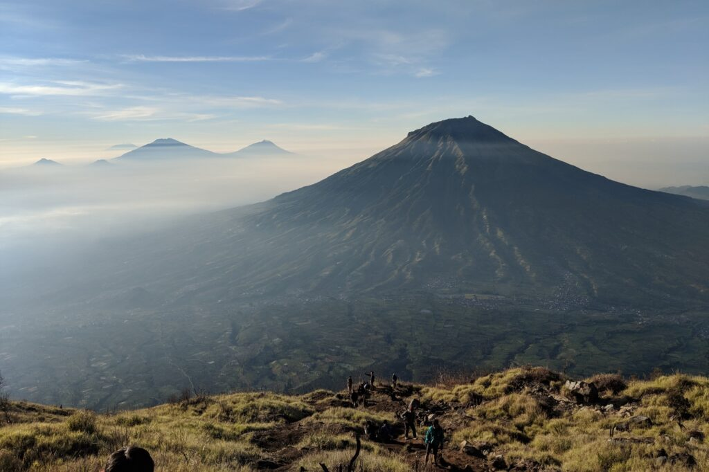 Gunung Sumbing, Merapi, dan Merbabu