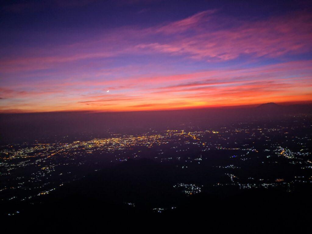 Kerlip lampu Kota Salatiga yang terlihat dari puncak