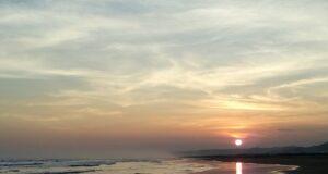 Pemandangan Indah Matahari Terbenam di Cipatujah