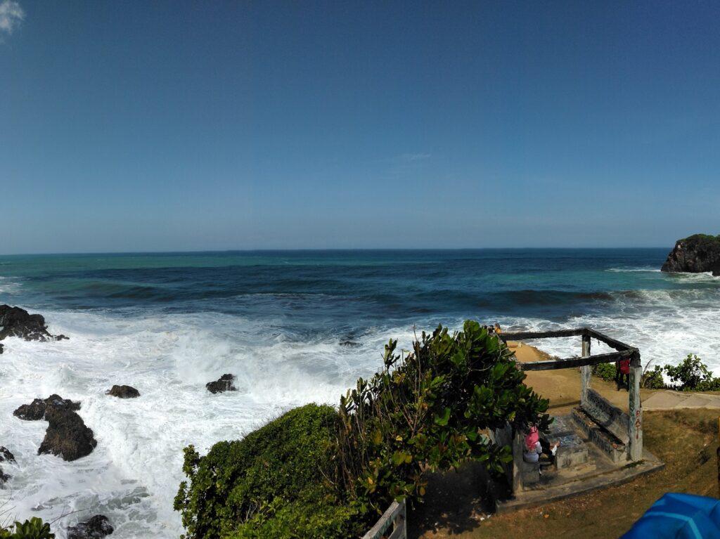 Pemandangan Lautan Samudera Hindia dari Bukit