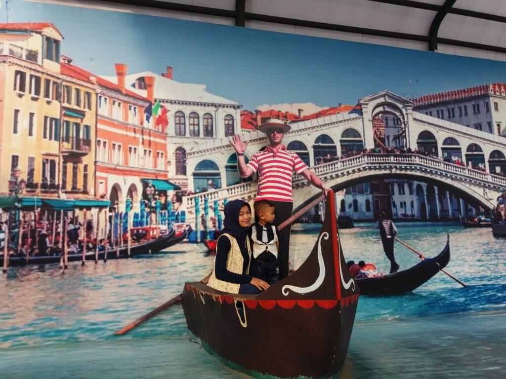 Foto 3 dimensi kano di kanal venesia