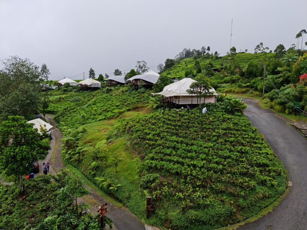 Glamping Lakeside Rancabali tempat wisata di Bandung yang menawarkan area berkemah nyaman