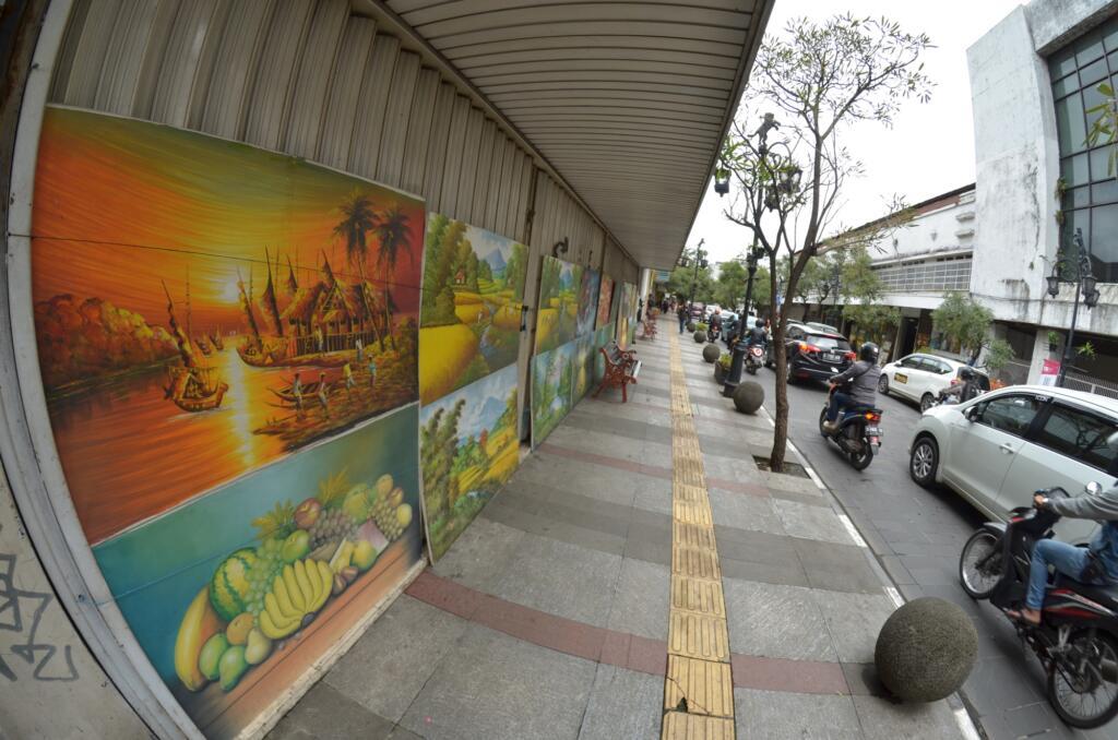 Lukisan di Jalan Braga salah satu tempat wisata di Bandung yang punya sejarah
