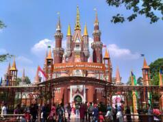 bangunan istana yang meniru desain istana di dalam cerita dongeng