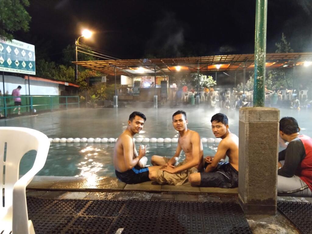 Ciater tempat wisata di Bandung yang menyediakan kolam pemandian air panas