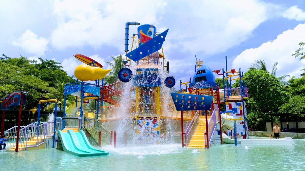 Waterbom Pik tempat wisata di Jakarta yang menyediakan puluhan permainan air seru