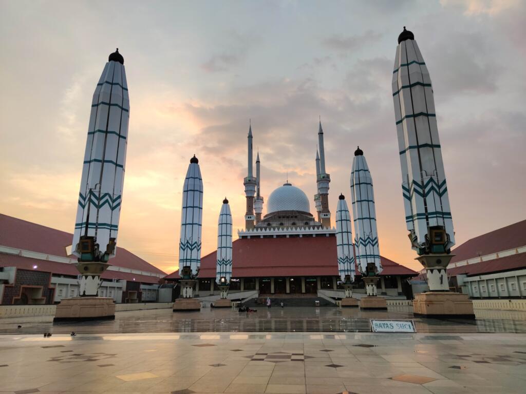 Halaman Depan Mesjid Agung Jawa Tengah