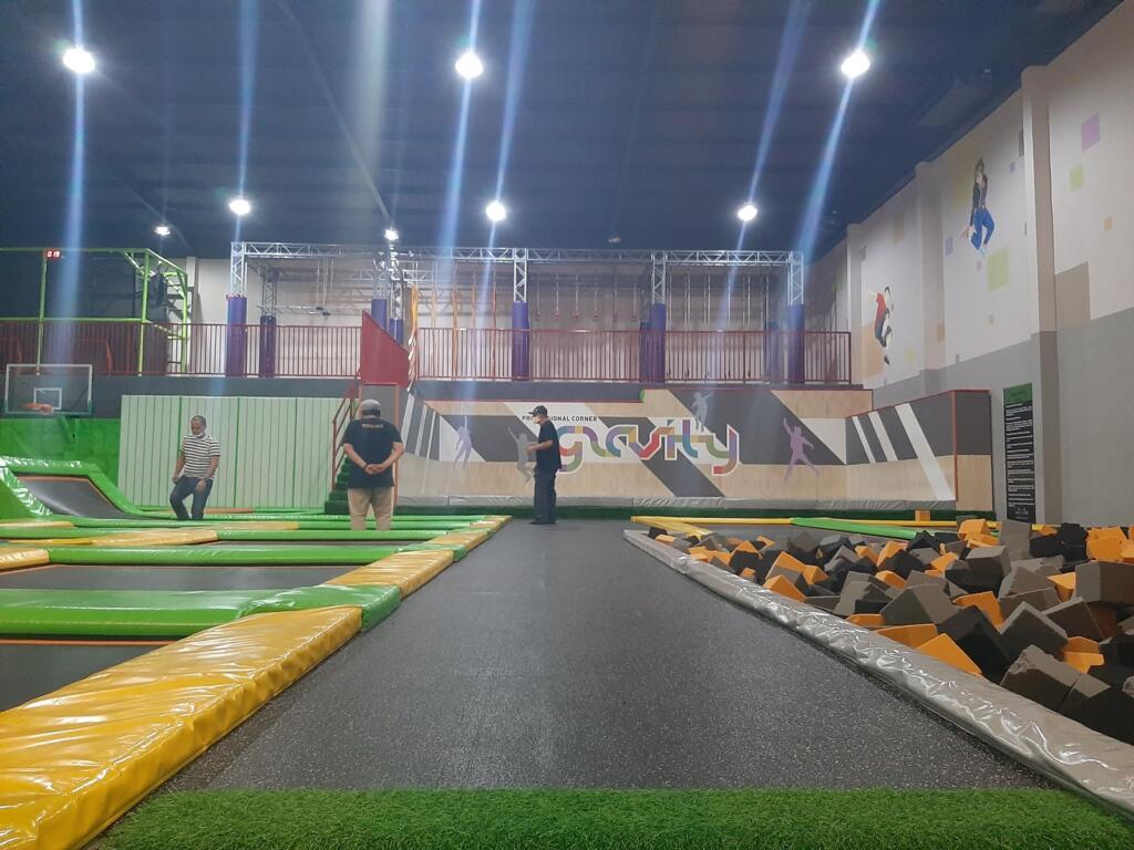 Gravity Trampolin tempat wisata di Semarang bertema olah raga
