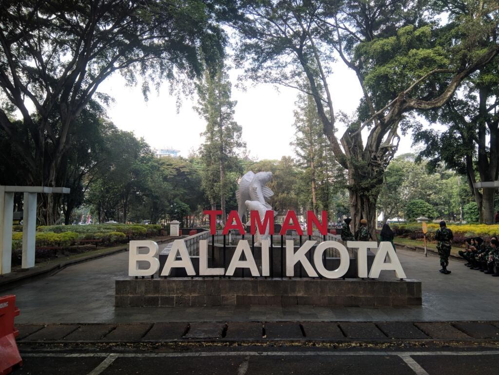 Tempat wisata di Bandung yang murah datang saja ke Taman Balai Kota