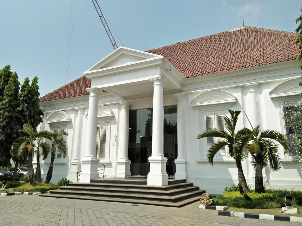 Galeri Nasional tempat wisata di Jakarta memiliki berbagai koleksi seni & budaya