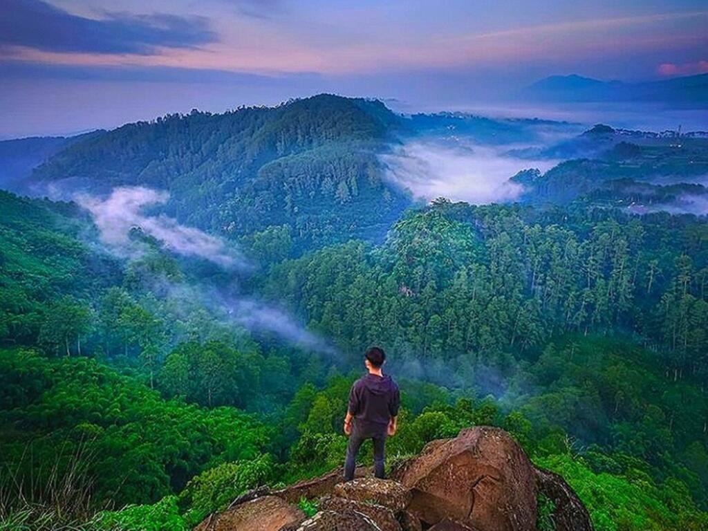 Tebing Keraton tempat wisata di Bandung dengan panorama pegunungan memukau