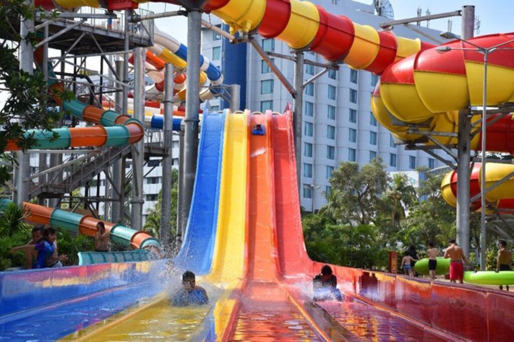 Atlantis Water park salah satu tempat wisata di jakarta bertemakan permainan air