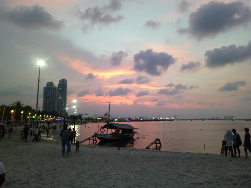Pantai ancol salah satu tempat wisata di jakarta paling terkenal
