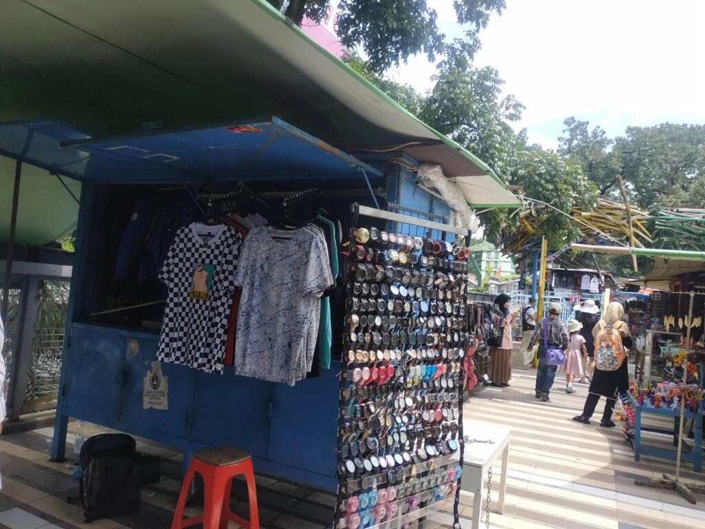 Jalan Cihampelas tempat wisata di Bandung pusat oleh-oleh