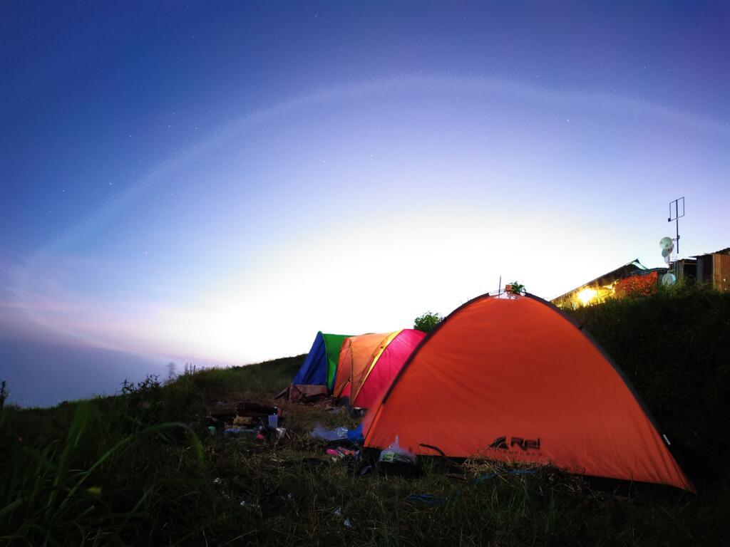 Tenda para Wisatawan yang Berkemah di Bukit Paralayang